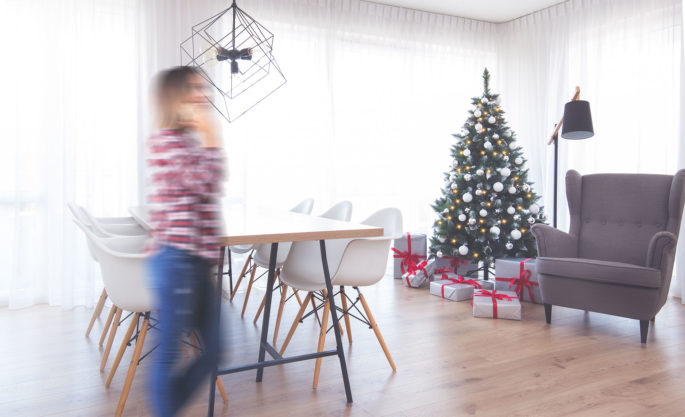 How to unfold an artificial Christmas tree from FairyTrees?